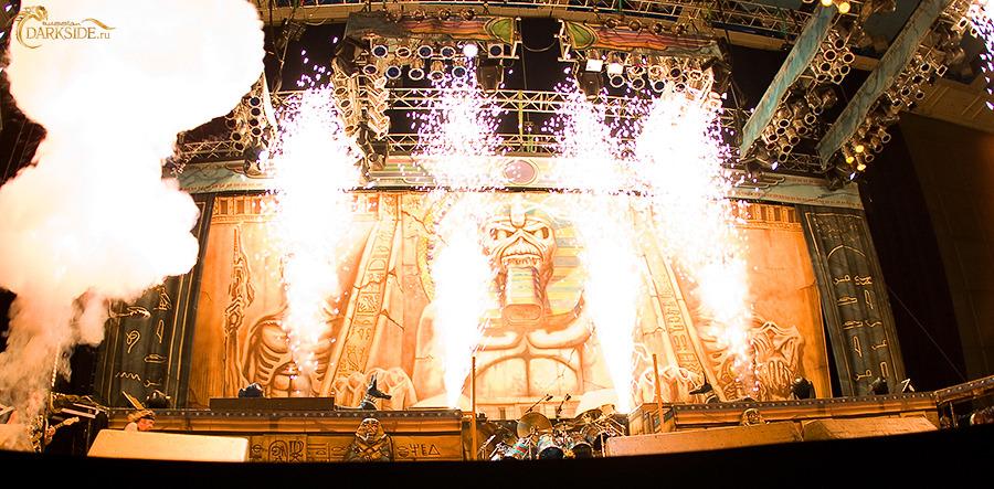 <<CRÓNICA>>  IRON MAIDEN - Somewhere Back In Time Tour  (19/08/2008) Estadio Olimpico de Moscú 2228-4